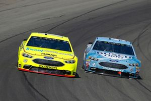 Ryan Blaney, Team Penske, Ford Fusion Menards/Knauf Insulation, Kevin Harvick, Stewart-Haas Racing, Ford Fusion Busch Light / Mobil 1
