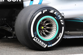 Valtteri Bottas, Mercedes AMG F1 W09 rear wheel