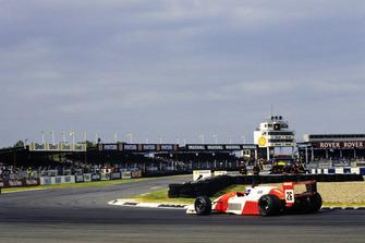 Erik Comas à Silverstone en 1990