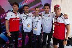 Charles Leclerc, Sauber y Marcus Ericsson, Sauber con pilotos de eSports