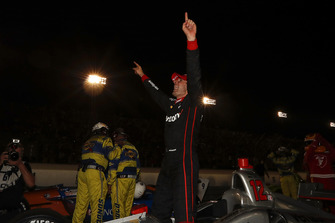 Will Power, Team Penske Chevrolet celebra en victory lane