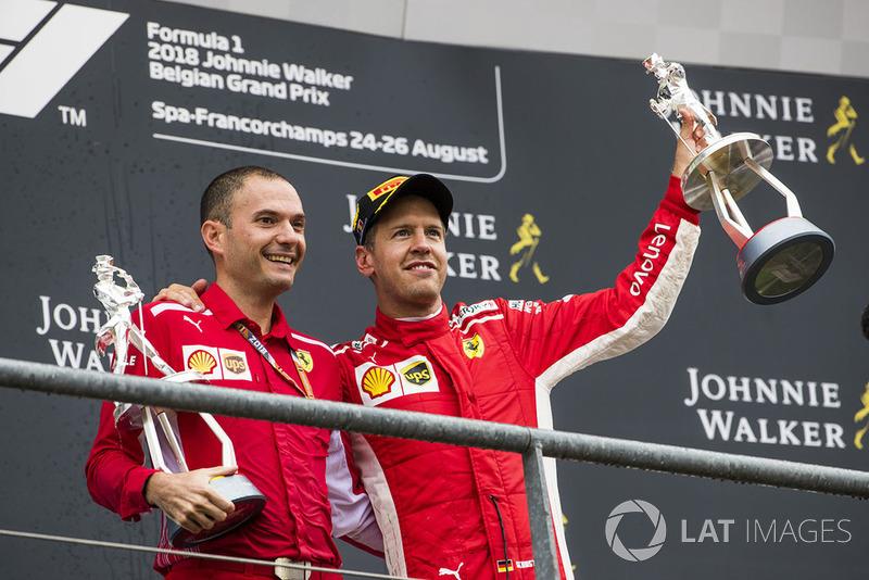 Podyum: David Sanchez, Aerodinami Şefi, Ferrari ve yarış galibi Sebastian Vettel, Ferrari