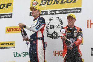 Podium: Race winner Tom Ingram, Speedworks Motorsport Toyota Avensis, second place Adam Morgan, Cicely Racing Mercades A-Class