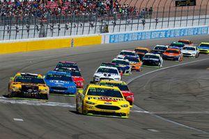 Joey Logano, Team Penske, Ford Fusion Shell Pennzoil e Kurt Busch, Stewart-Haas Racing, Ford Fusion Haas Automation