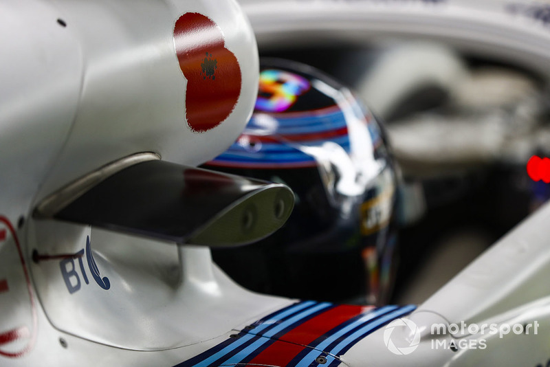 Un coquelicot sur la prise d'air de la voiture de Lance Stroll, Williams Racing