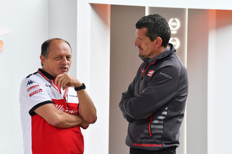 Frederic Vasseur, director del equipo Sauber y Guenther Steiner, director del equipo Haas F1