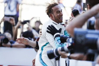 Race winner Lewis Hamilton, Mercedes AMG F1, 1st position, celebrates winning with his team