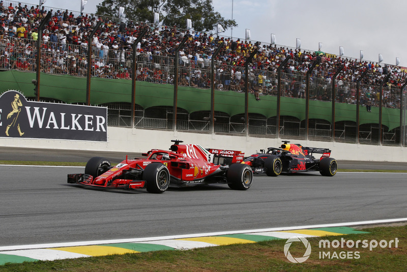Sebastian Vettel, Ferrari SF71H y Daniel Ricciardo, Red Bull Racing RB14
