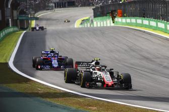 Kevin Magnussen, Haas F1 Team VF-18, Pierre Gasly, Scuderia Toro Rosso STR13