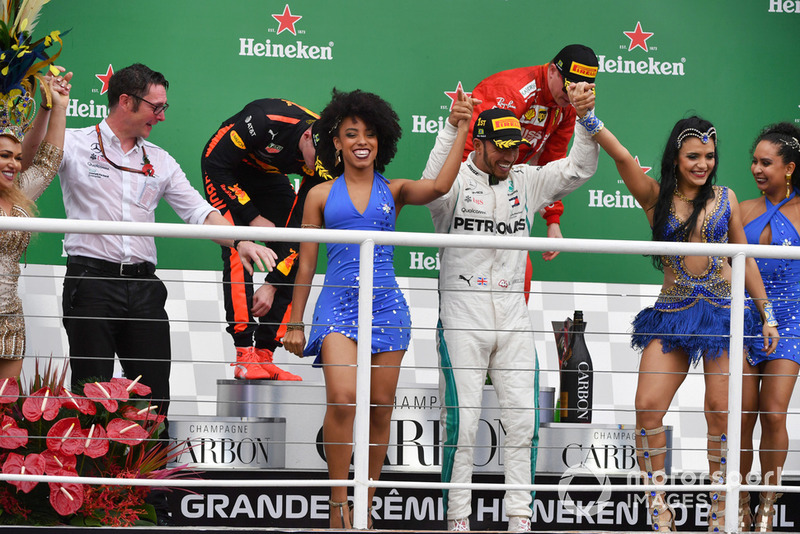 Race winner Lewis Hamilton, Mercedes AMG F1 celebrates on the podium with Andy Shovlin, Mercedes-AMG F1 Chief Engineer and the samba girls