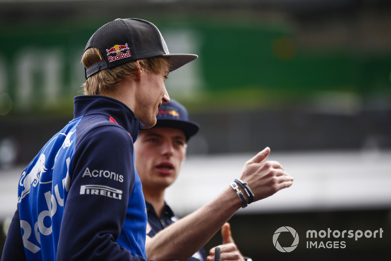 Brendon Hartley, Toro Rosso, y Max Verstappen, Red Bull Racing.