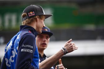 Brendon Hartley, Toro Rosso, et Max Verstappen, Red Bull Racing.