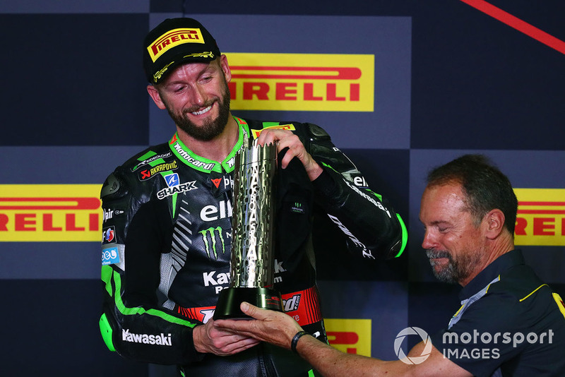 Podio: segundo lugar Tom Sykes, Kawasaki Racing