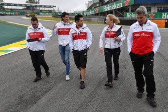 Antonio Giovinazzi, Sauber walks the track with Xevi Pujolar, Sauber Head of Track Engineering and Ruth Buscombe, Sauber Race Strategist