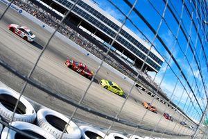 Brad Keselowski, Team Penske, Ford Fusion Wurth and Aric Almirola, Stewart-Haas Racing, Ford Fusion Smithfield Spirals