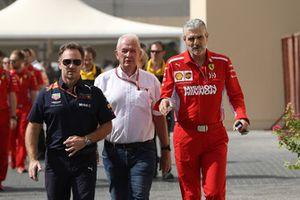 Christian Horner, Team Principal Red Bull Racing, Dr Helmut Marko, consulente Red Bull Motorsport e Maurizio Arrivabene, Team Principal Ferrari