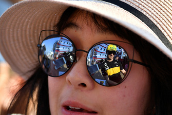 Nico Hulkenberg, Renault Sport F1 Team reflected in sunglasses