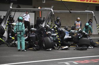 Valtteri Bottas, Mercedes AMG F1 W09 EQ Power+ pit stop