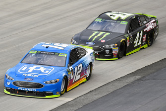 Ryan Blaney, Team Penske, Ford Fusion PPG e Kurt Busch, Stewart-Haas Racing, Ford Fusion Monster Energy / Haas Automation