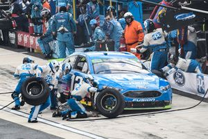 Ryan Blaney, Team Penske, Ford Fusion PPG, makes a pit stop