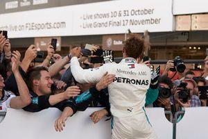 Lewis Hamilton, Mercedes AMG F1, celebrates his win with his team