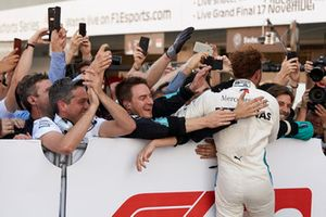 Lewis Hamilton, Mercedes AMG F1, celebrates his win with his team