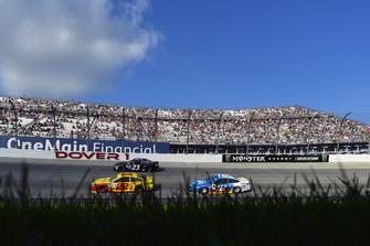 Joey Logano, Team Penske, Ford Fusion Shell Pennzoil and Ryan Blaney, Team Penske, Ford Fusion PPG