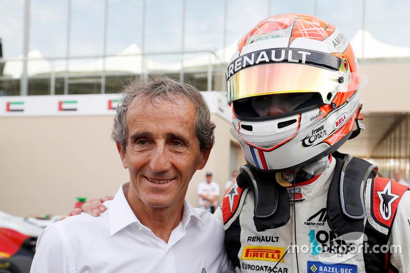 En la foto, celebra el título con Alain Prost.