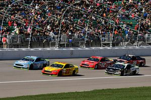 Joey Logano, Team Penske, Ford Fusion Shell Pennzoil e Kevin Harvick, Stewart-Haas Racing, Ford Fusion Busch Light, Aric Almirola, Stewart-Haas Racing, Ford Fusion Smithfield
