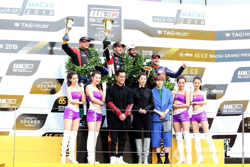Podio: Ganador de la carrera Esteban Guerrieri, ALL-INKL.COM Münnich Motorsport Honda Civic Type R TCR, segundo Rob Huff, Sébastien Loeb Racing Volkswagen Golf GTI TCR, tercero Norbert Michelisz, BRC Racing Team Hyundai i30 N TCR