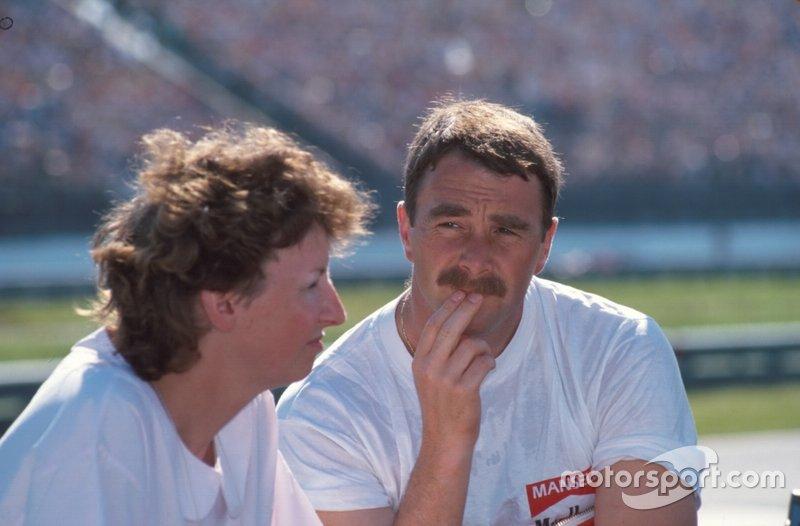 Le vainqueur, Nigel Mansell, en compagnie de son épouse, Roseanne