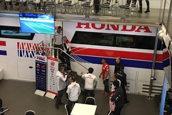 Riunione dei membri della HRC durante l'arrivo di Jorge Lorenzo alla Honda