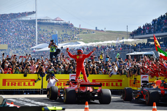 Racewinnaar Kimi Raikkonen, Ferrari SF71H in Parc Ferme