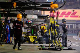 Carlos Sainz, Renault pit stop