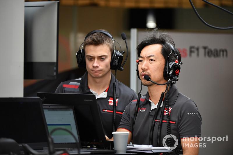 Louis Deletraz, Haas F1 Test and Development Driver and Ayao Komatsu, Haas F1 Engineer