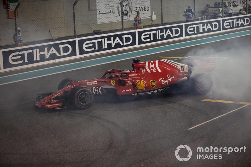 Sebastian Vettel, Ferrari SF71H hace donas al final