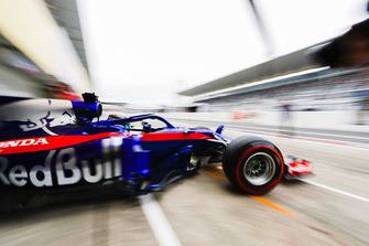 Brendon Hartley, Toro Rosso STR13, quitte le garage