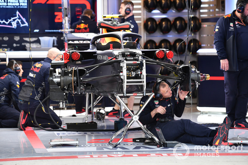 La Red Bull Racing RB14 dans le garage