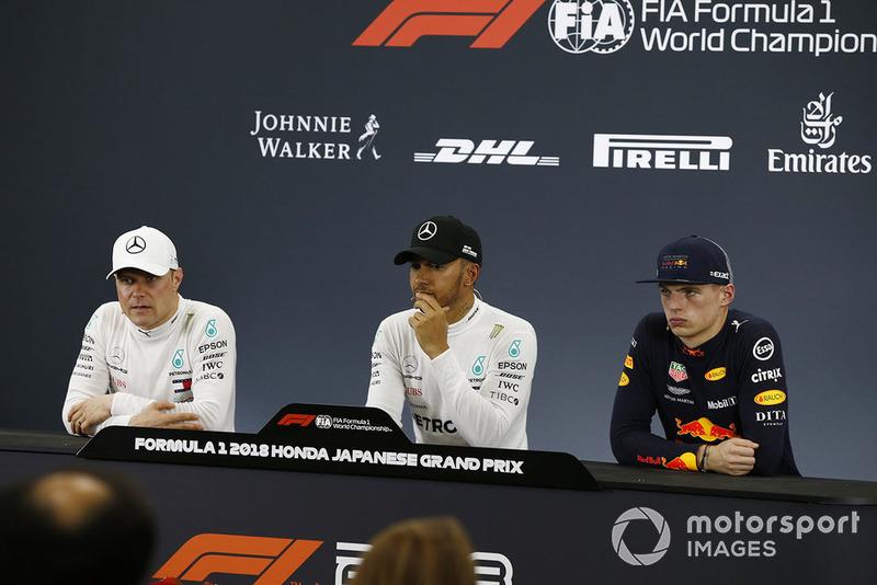 Il poleman Lewis Hamilton, Mercedes AMG F1, il secondo qualificato Valtteri Bottas, Mercedes AMG F1, il terzo qualificato Max Verstappen, Red Bull Racing, nella conferenza stampa
