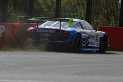 #82 International Motorsport, Audi R8 LMS Ultra: Andrew Bagnall, Rick Armstrong, Matt Halliday, in Schwierigkeiten