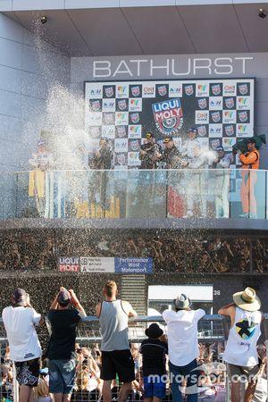 Podium: ganadores, Shane van Gisbergen, Alvaro Parente, Jonathon Webb, Tekno Autosports, segundos, Rick Kelly, Katsumasa Chiyo, Florian Strauss, Nissan Motorsports, terceros, Steven Kane, Guys Smith, Matt Bell, Bentley Team M-Sport