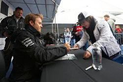 Nico Rosberg, Mercedes AMG F1Le système d'éjection et les adaptations de la LMP2 de Frédéric Sausset
