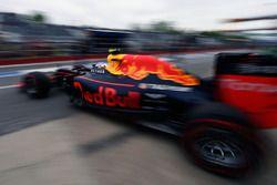 Max Verstappen, Red Bull Racing RB12 sort des stands