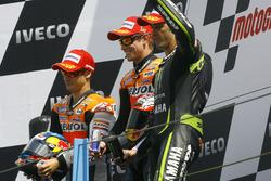 Podium : le deuxième, Dani Pedrosa; le vainqueur Casey Stoner, Honda; le troisième, Andrea Dovizioso, Yamaha