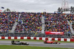 Kimi Raikkonen, Ferrari SF16-H devant Nico Hulkenberg, Sahara Force India F1 VJM09