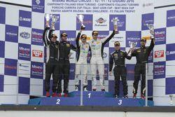 Podio GTCup, Gara 2: al secondo posto Curti-Curti, Ebimotors, i vincitori Maino-Benucci, Ebimotors,