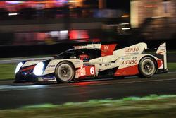 Стефан Сарразен, Майк Конвей и Камуи Кобаяши, #6 Toyota Racing Toyota TS050 Hybrid