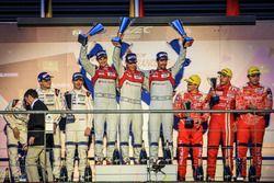 Podium: race winner Lucas di Grassi, Loic Duval, Oliver Jarvis, Audi Sport Team Joest, second place