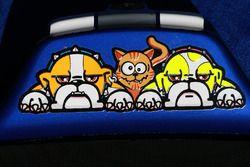 Valentino Rossi, Yamaha Factory Racing etiquetas engomadas de Bulldog y un gato