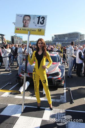 Grid girl di Antonio Felix da Costa, BMW Team Schnitzer, BMW M4 DTM